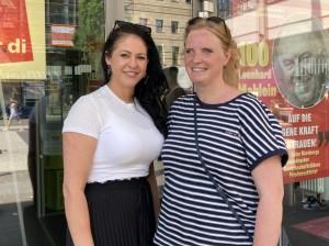 Lucie (l.) und Susanne, Verkäuferin bei H&M in Nürnberg, haben vor einigen Jahren einen Betriebsrat gegründet